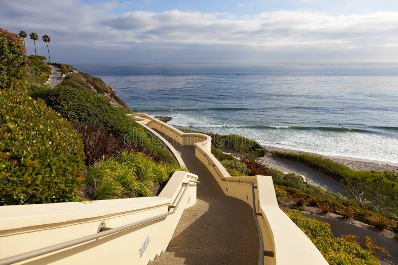 Лестницы вниз к океану в Dana Point стоковые фото