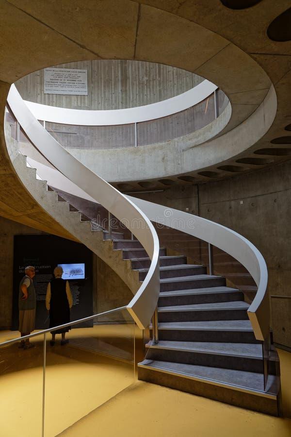 Лестницы внутри Lugdunum, римский музей Лиона стоковая фотография