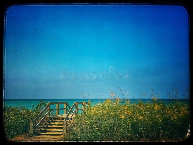 Лестницы водя над песчанной дюной к Lake Michigan приставают к берегу в Индиане стоковое фото rf