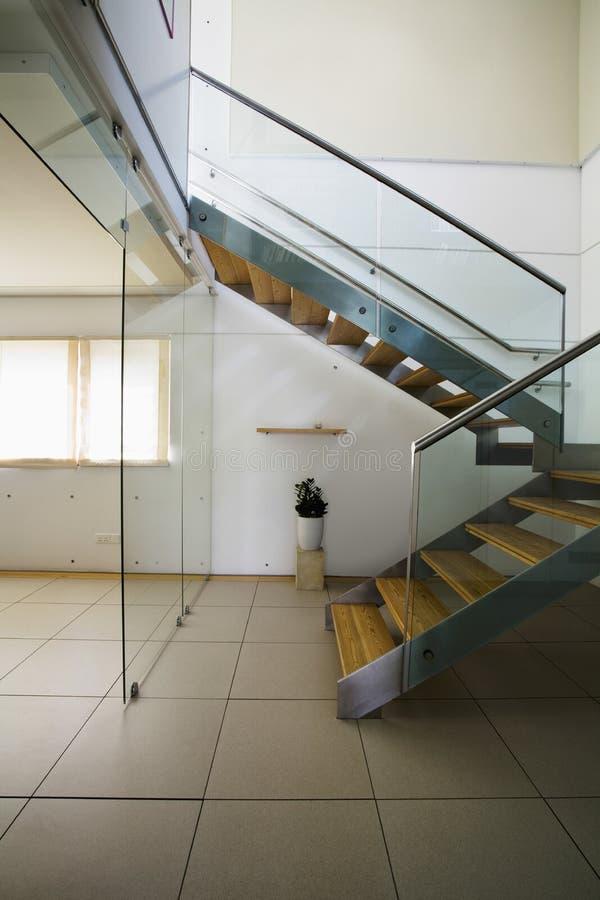 Лестницы в современном доме стоковая фотография