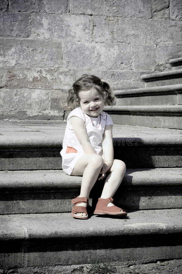 Download лестницы девушки стоковое изображение. изображение насчитывающей лестница - 1184743