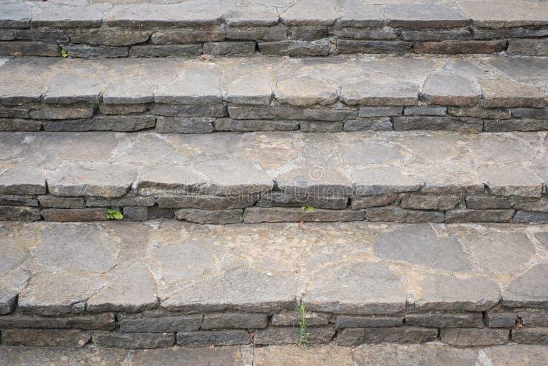 Лестницы, естественный камень - старые шаги, лестница внешняя - стоковая фотография
