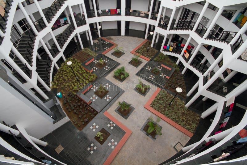 Лестницы и район коридора жилой квартиры стоковые фотографии rf
