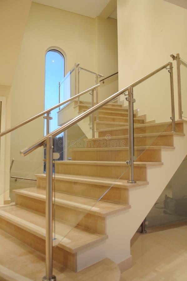 Лестницы к 2th полу стоковое изображение