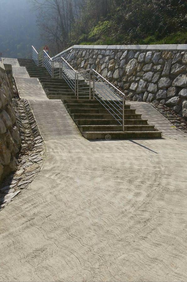Лестницы на дороге велосипеда стоковое фото rf