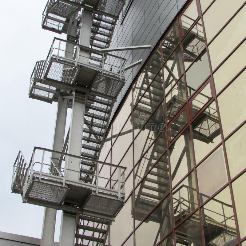 Лестницы огня стоковые изображения
