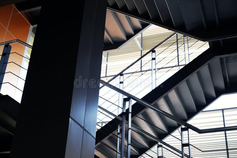 Лестницы офисного здания запуска дела стоковые фото