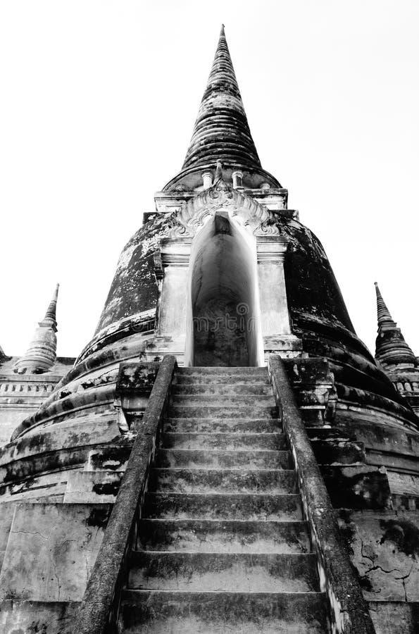 Лестницы старого года сбора винограда Stupas буддийского виска стоковая фотография