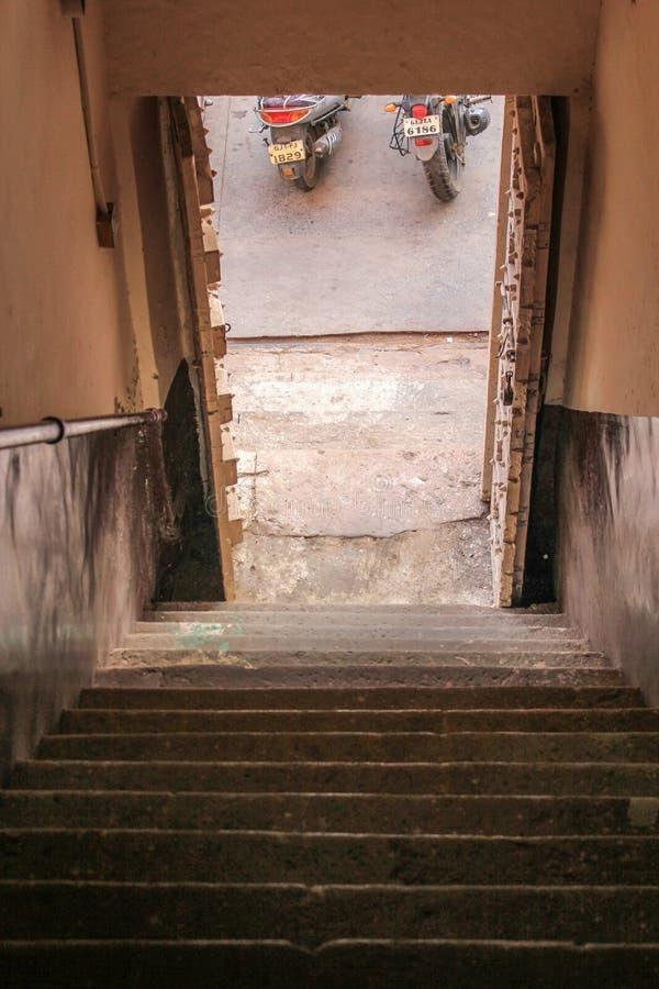 Лестницы старого типа стоковое фото