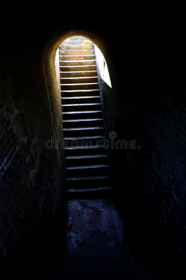 лестницы тюрьмы упования dungeon вне стоковые изображения rf
