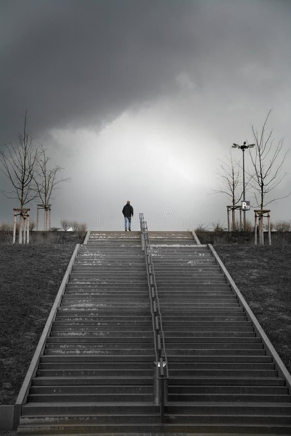 лестницы человека стоковое изображение
