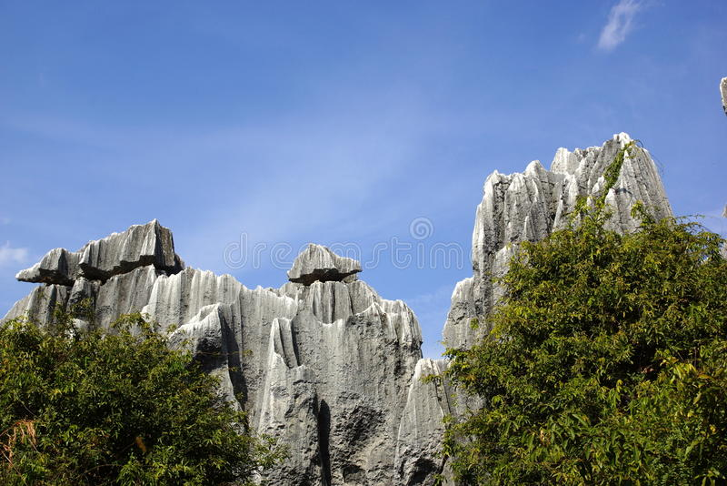 Лес камня Shilin в Kunming, Юньнань, Китае стоковая фотография