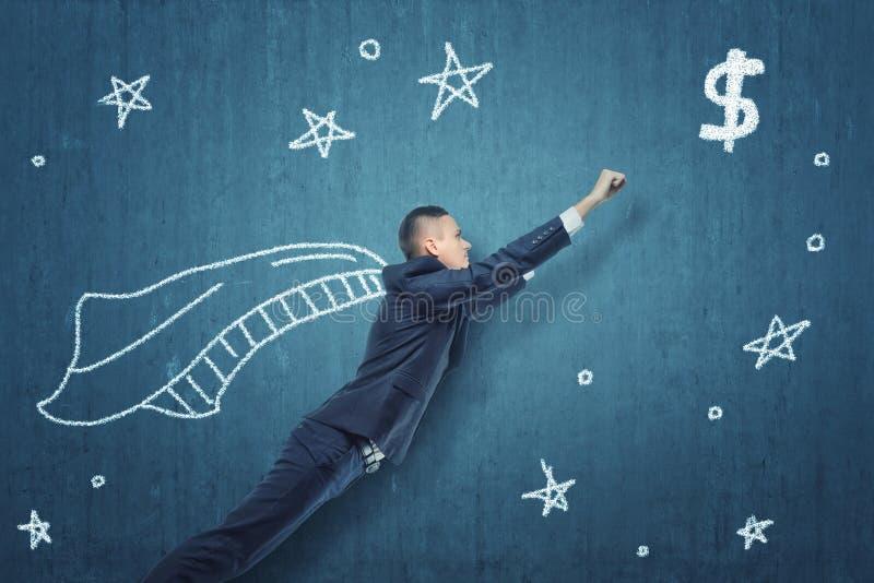 Летание бизнесмена как супергерой для того чтобы получить деньги стоковое фото rf
