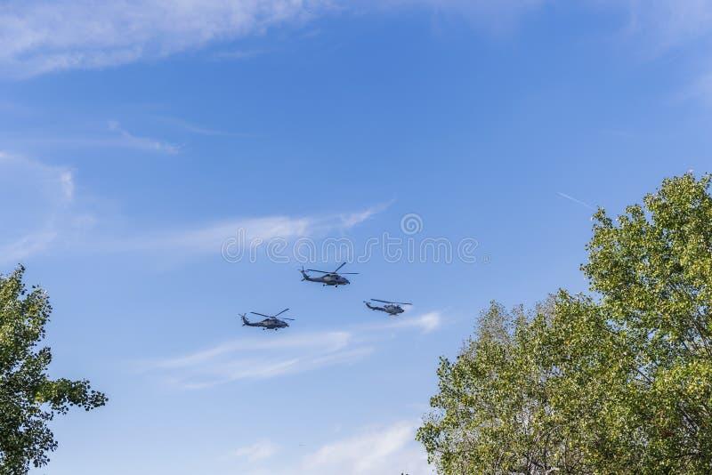 Летание греческих вертолетов военновоздушной силы Seahawk & Agusta колокола стоковое изображение rf