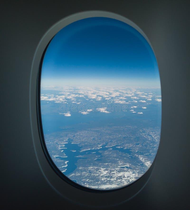 Летание над Северной Америкой во время весеннего сезона Ландшафт из окна самолета POV стоковое изображение rf