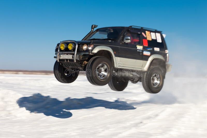 Летание SUV стоковое изображение