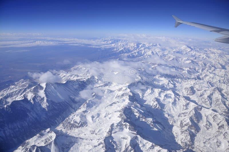 Летать над горами Анд стоковое фото rf