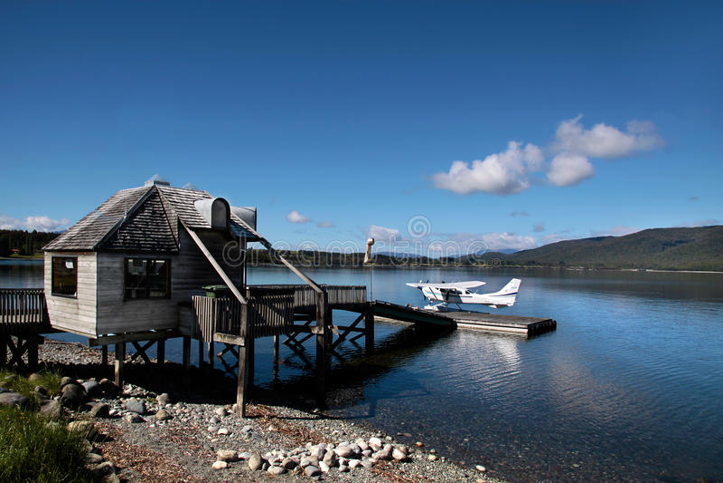 Download Летающая лодка на озере Te Anau Редакционное Фото - изображение насчитывающей полуглиссер, boated: 33725001