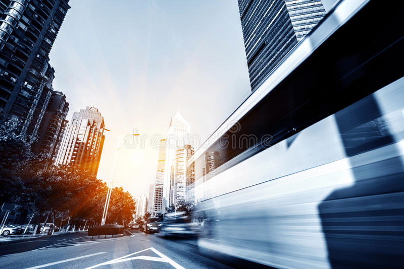 Download Летел в автомобиль стоковое изображение. изображение насчитывающей дорога - 37930503