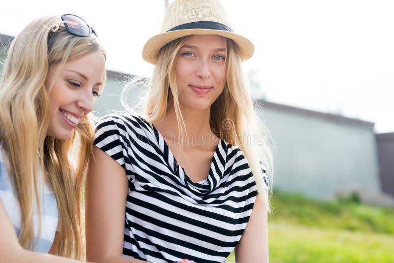 Летнее время траты совместно стоковая фотография rf