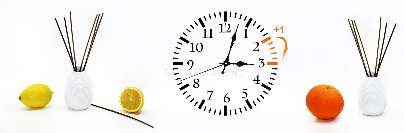 Летнее время DST Настенные часы идя к зимнему времени стоковое изображение rf