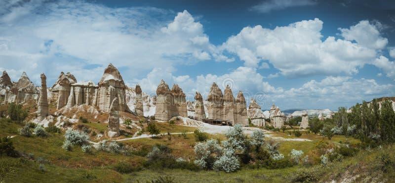 Летнее время Goreme Cappadocia Турции долины влюбленности стоковое фото