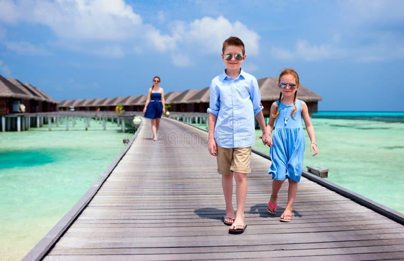 Download Летние каникулы семьи стоковое фото. изображение насчитывающей lifestyle - 40576258