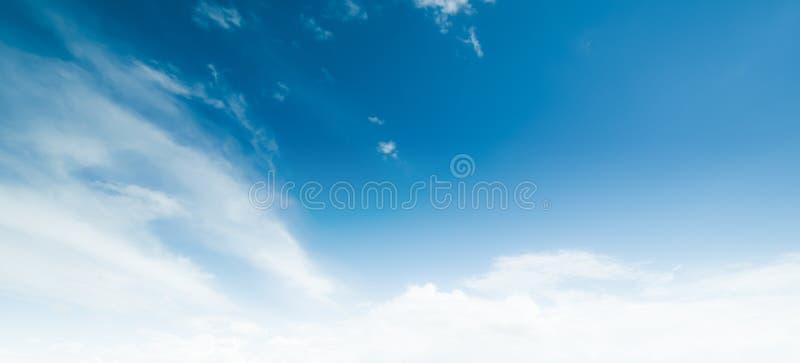 Летний день атмосферы красоты неба ясный стоковое фото rf
