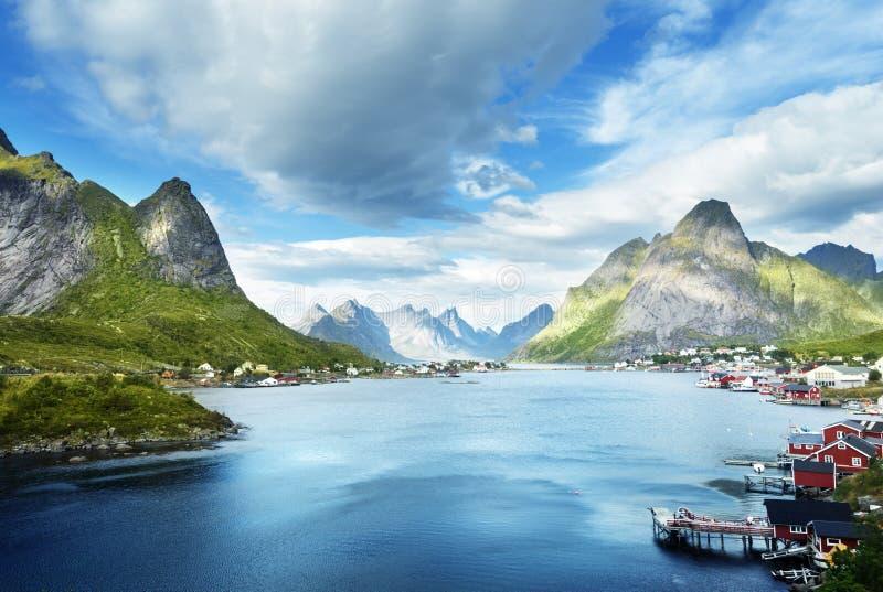 Летний день, деревня Reine, острова Lofoten стоковое фото