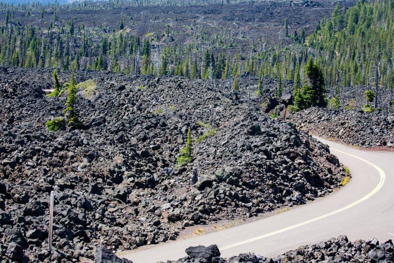 Летом на шоссе Маккензи в Орегонском саммите по перевалу Маккензи стоковое фото rf