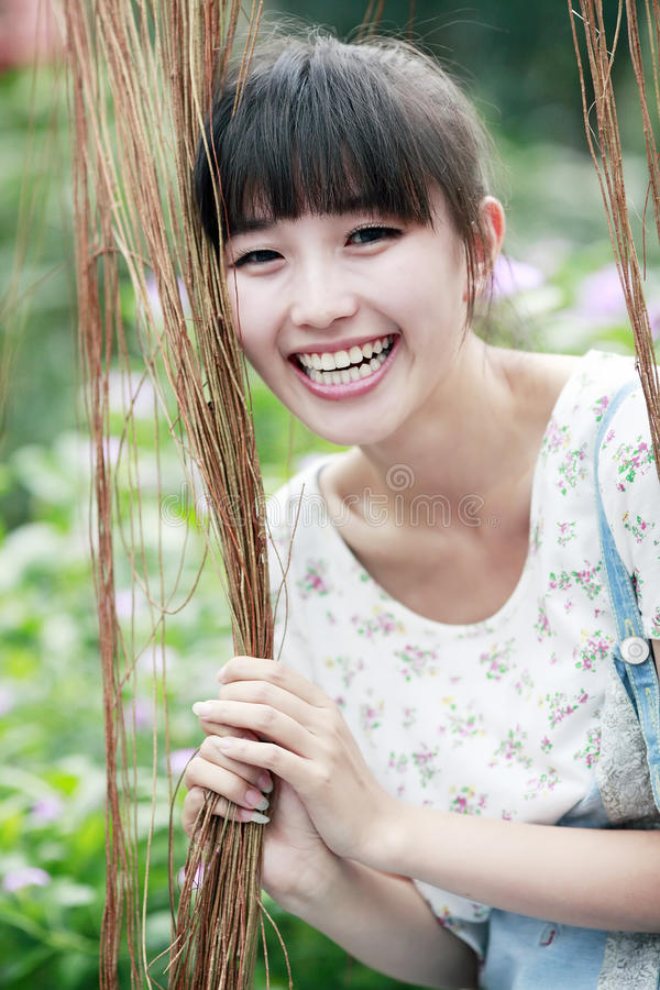 лето девушки счастливое стоковые фотографии rf