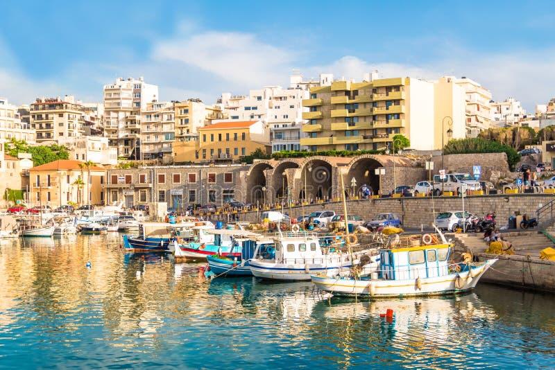 Лето Крит Греция цветов ясности дневного света старой гавани ираклиона стоковые фотографии rf