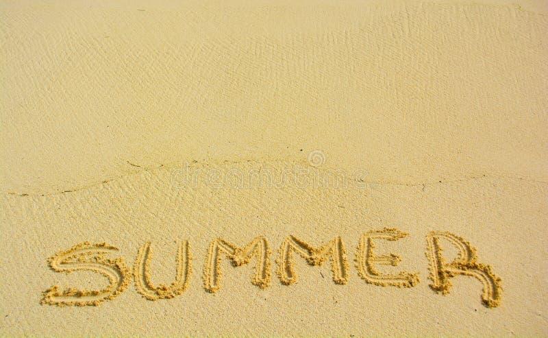 Лето написанное в песке стоковые фотографии rf
