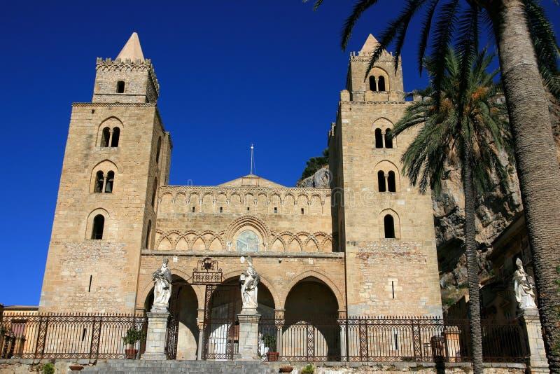 лето неба Сицилии cefalu собора стоковые фото