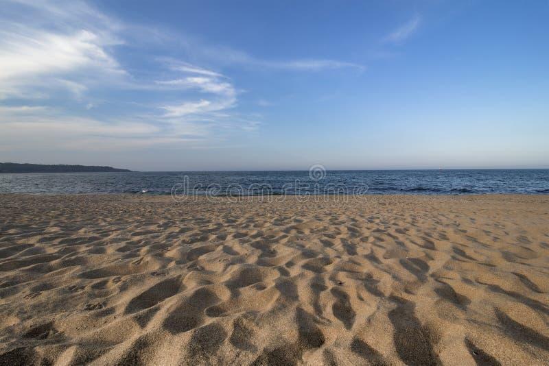 """Лето, песок, море и небо """"Пляж водителя """"южного побережья Чёрного моря, Болгарии стоковое изображение rf"""