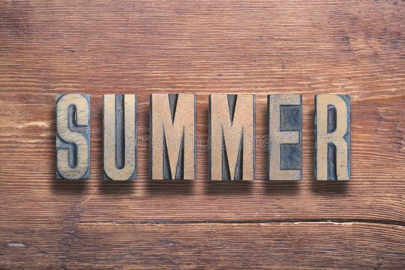 Лето помечает буквами древесину стоковые фото