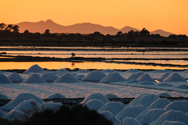 Лето Сицилия marsala захода солнца соляное стоковые изображения