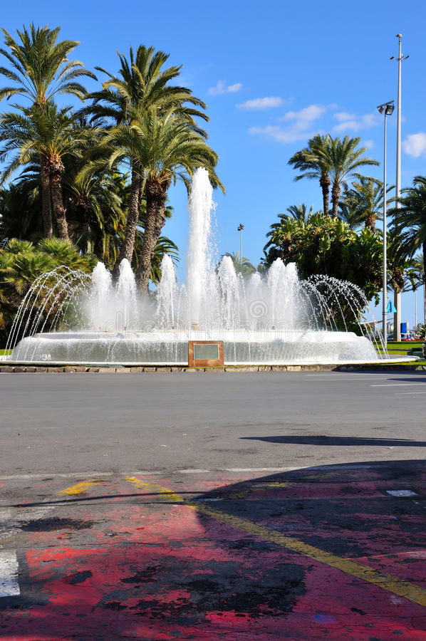 Download лето фонтана стоковое фото. изображение насчитывающей старо - 18383830