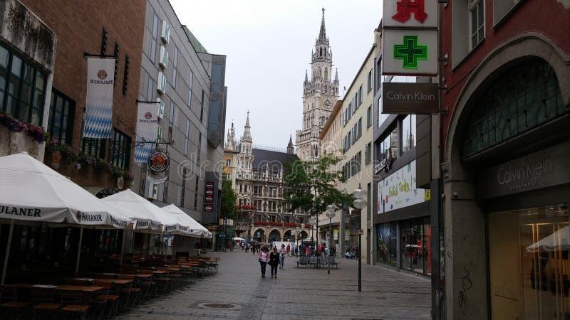 Лето центра дня церков Мюнхена стоковая фотография