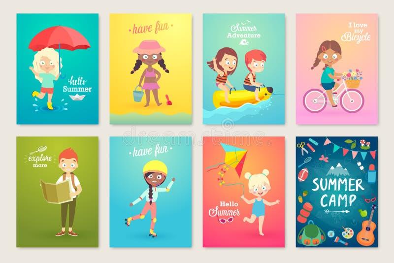 Лето ягнится комплект карточки, заплывание, играющ на пляже, располагающся лагерем и имеющ потеху иллюстрация штока