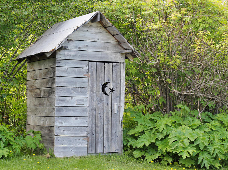 лето outhouse стоковые изображения