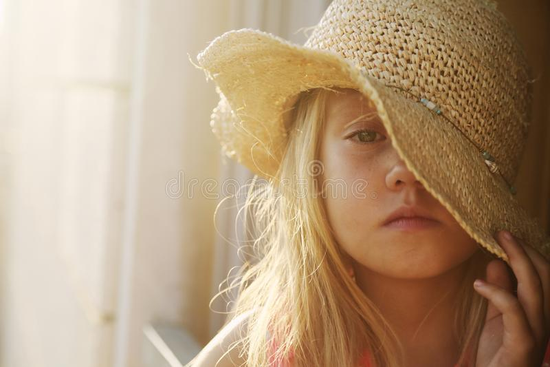 6 лет старой девушки стоковая фотография rf