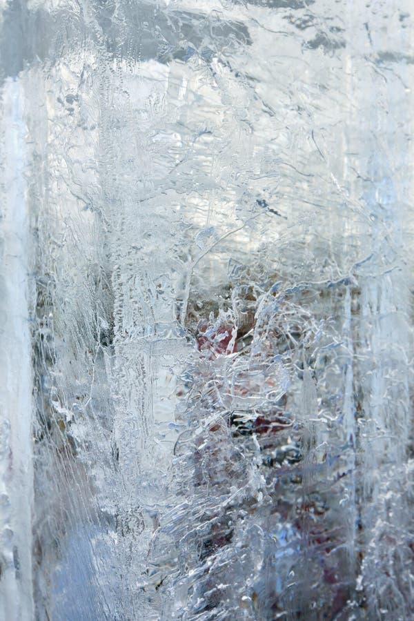 Ледниковый прозрачный блок льда с картинами стоковое изображение