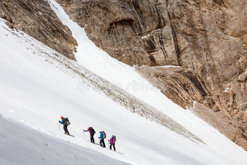 Ледник альпинистов восходя стоковое изображение rf