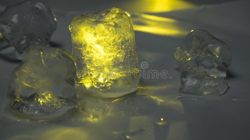 Лед - холод расплавленный свет известки стоковая фотография