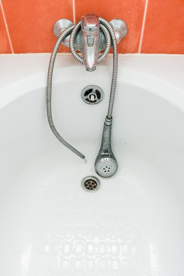 Ливень в ванне стоковая фотография rf