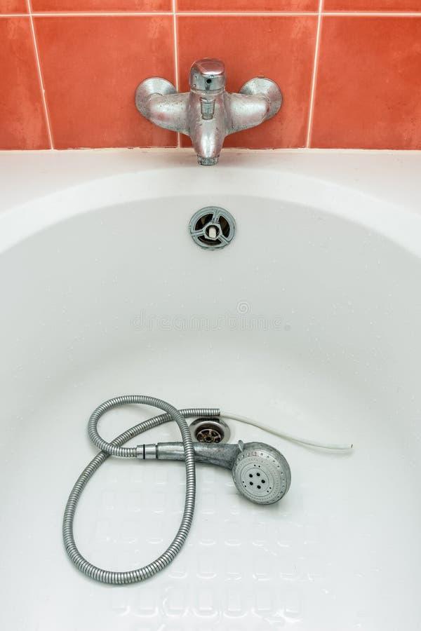 Ливень в ванне стоковые фото