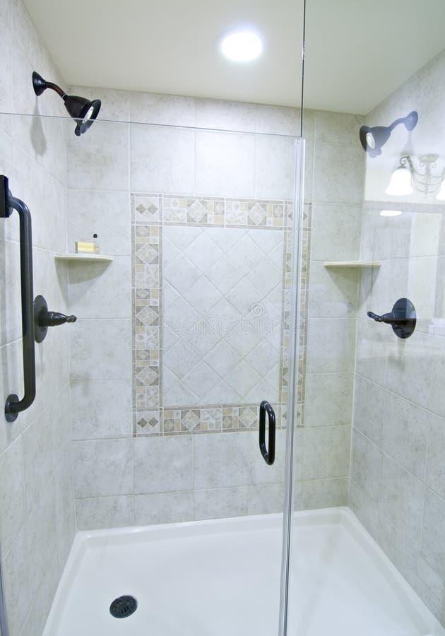 ливень гостиницы роскошный стоковая фотография rf