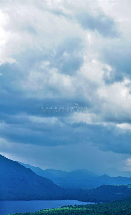 Ливень над Adirondacks стоковые фотографии rf
