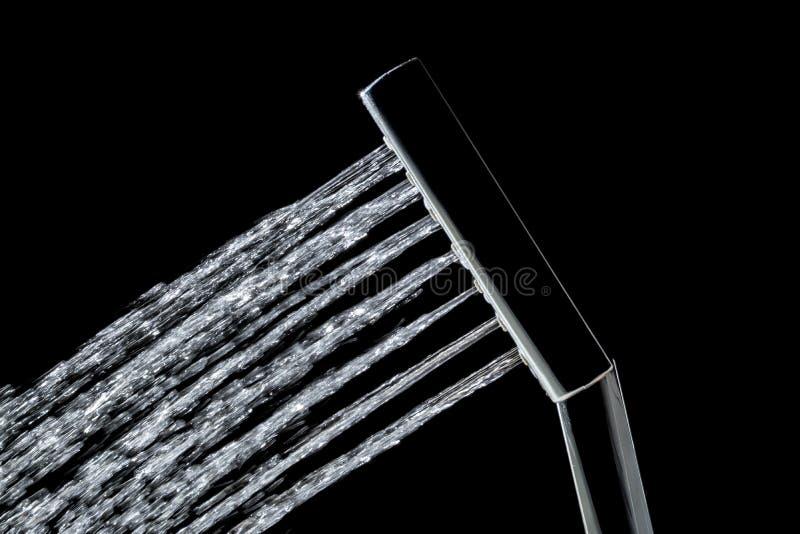Ливень при двигатели конца воды вверх изолированные на черной предпосылке стоковая фотография